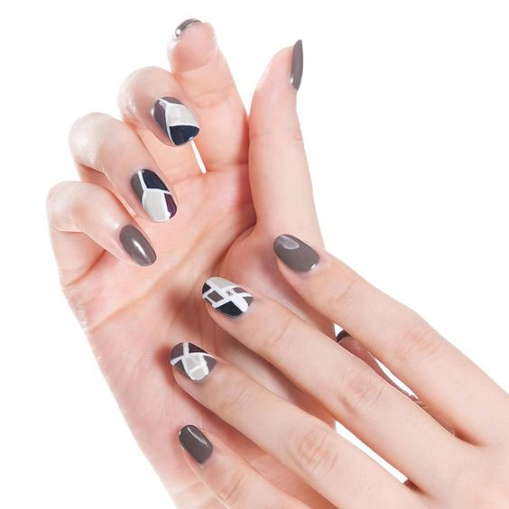 Fall Nails Ideas | Neutral Geometric Short Fall Nails Design