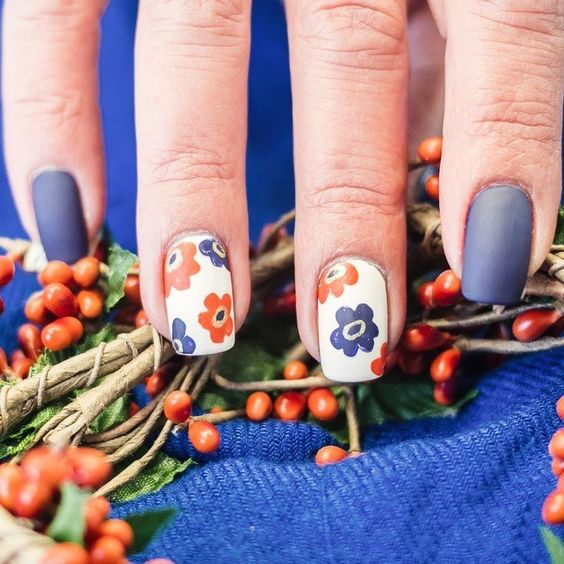 Best Simple Fall Nails Ideas! Cute Blue and Orange Fall Flowers Nails Design
