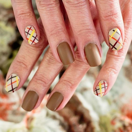 Best Simple Fall Nails Ideas! Easy Fall Colored Lines Nail Design